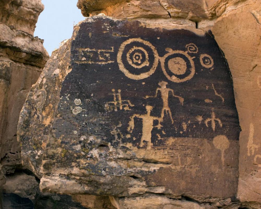 http://rabbithole2.com/presentation/images2/petroglyphs/Petroglyphs1_copy.jpg